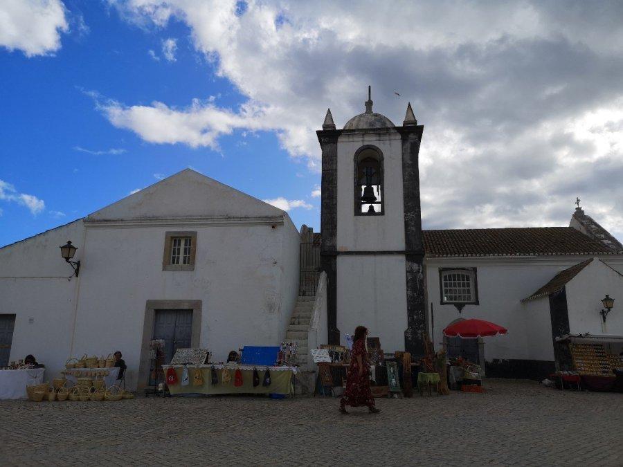 village scene Casela Velha