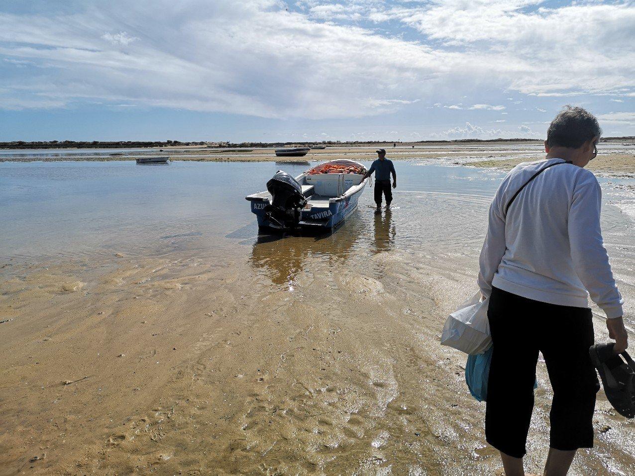 boat to Casela Velha beach