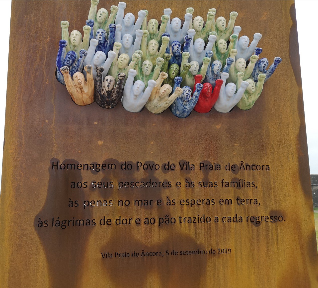Memorial to fishermen and their families translation